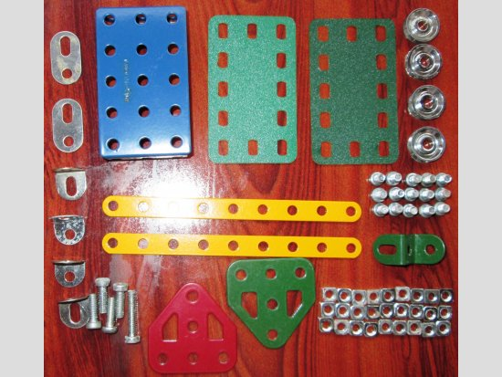 Few assorted parts for a popular Meccano set. Which set?